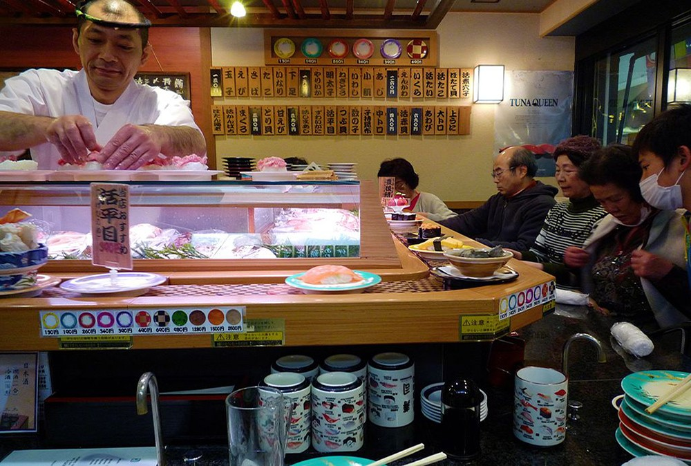 conveyor belt sushi: for food lovers traveling to Japan