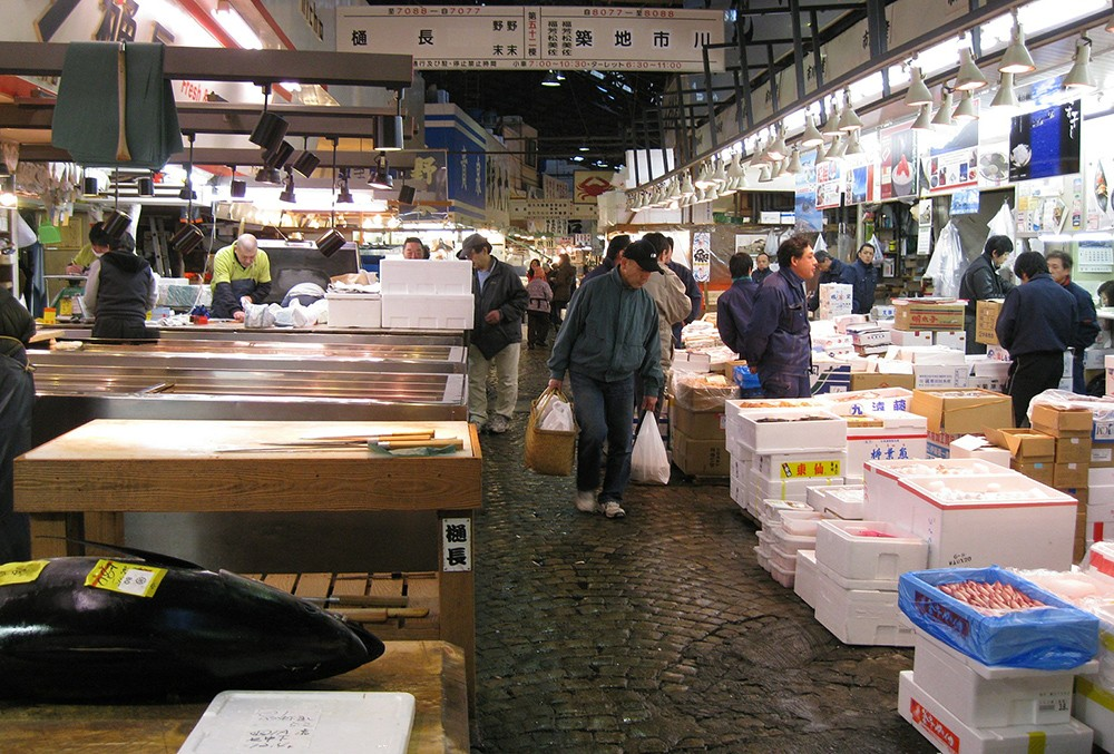 Tsukiji Fish Market: for food lovers traveling to Japan