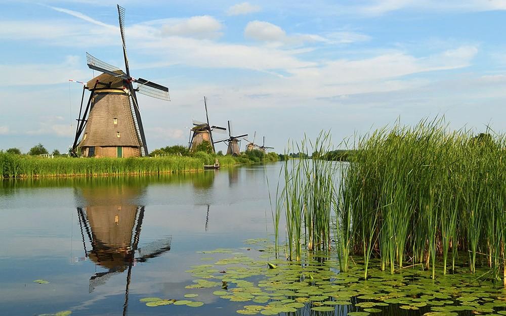 visit Kinderdijk: travel tip in the Netherlands