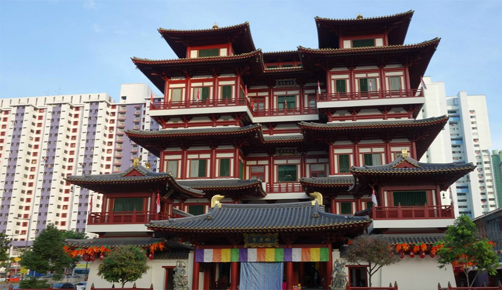 BThings to see in Singapore: uddha Tooth Relic Temple and Museum