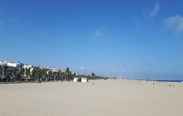 valencia_spain_must_do_malvarrosa_beach