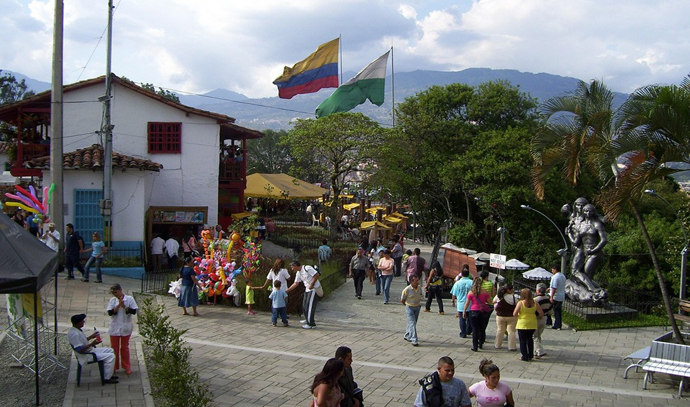 meeting people in Medellin - a digital nomad guide