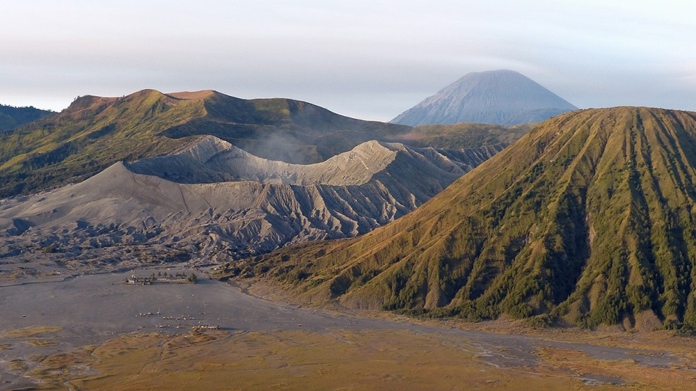 what not to miss in Indonesia: Hike active volcano Mount Bromo