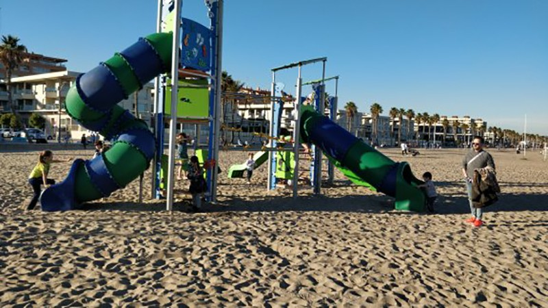 Things to do in Valencia with kids: go to Patacona Beach