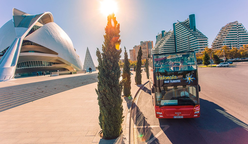 What to do in Valencia with kids: take a bus tour