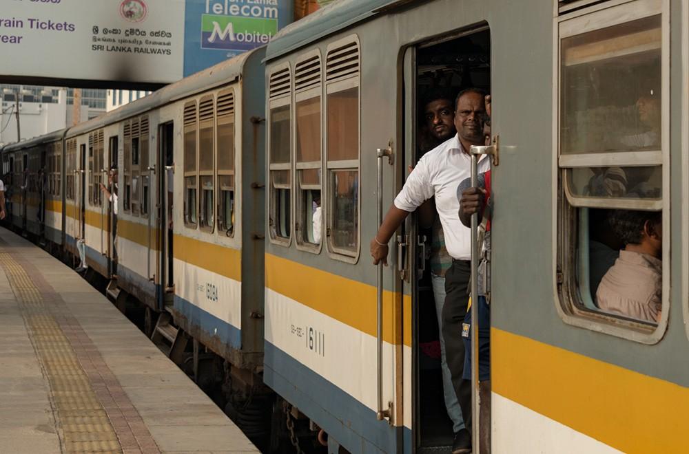 Self driving vs public transport in Sri Lanka