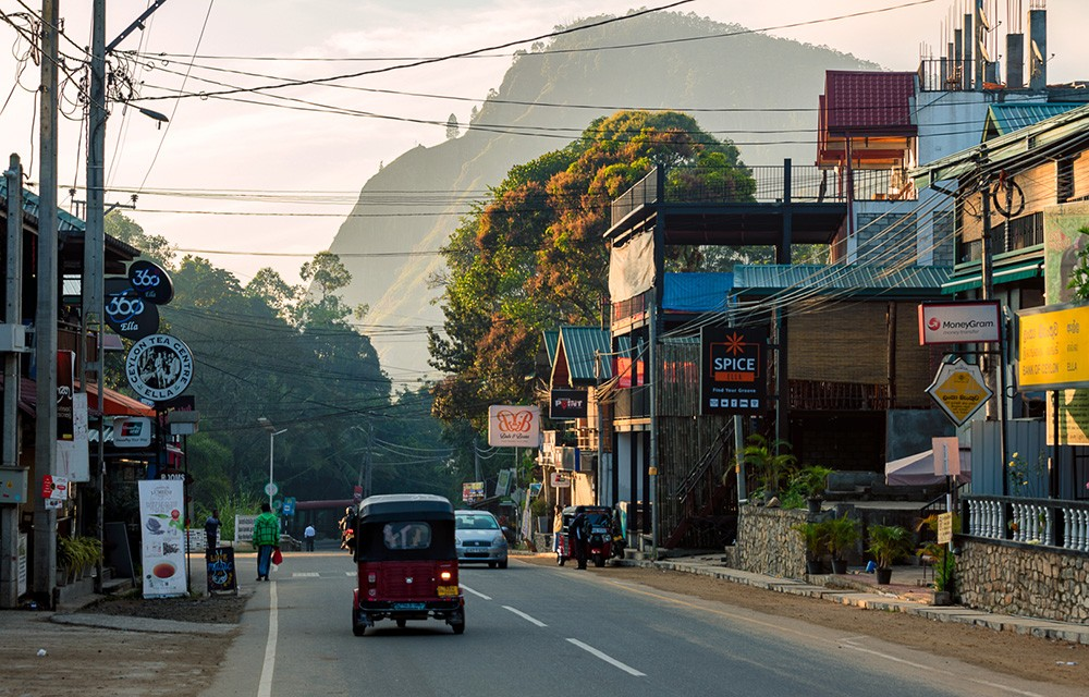 What to know about driving in Sri Lanka - turn signals and brake lights