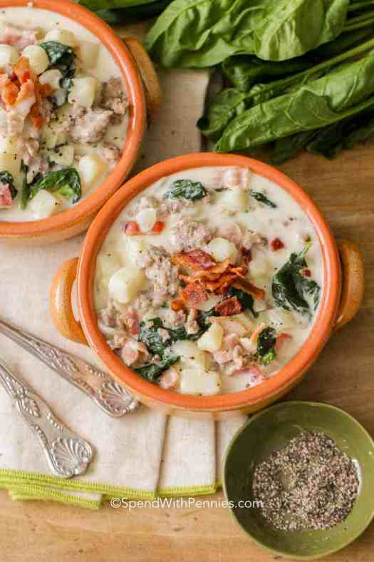 two bowls of Zuppa Toscana ready to eat