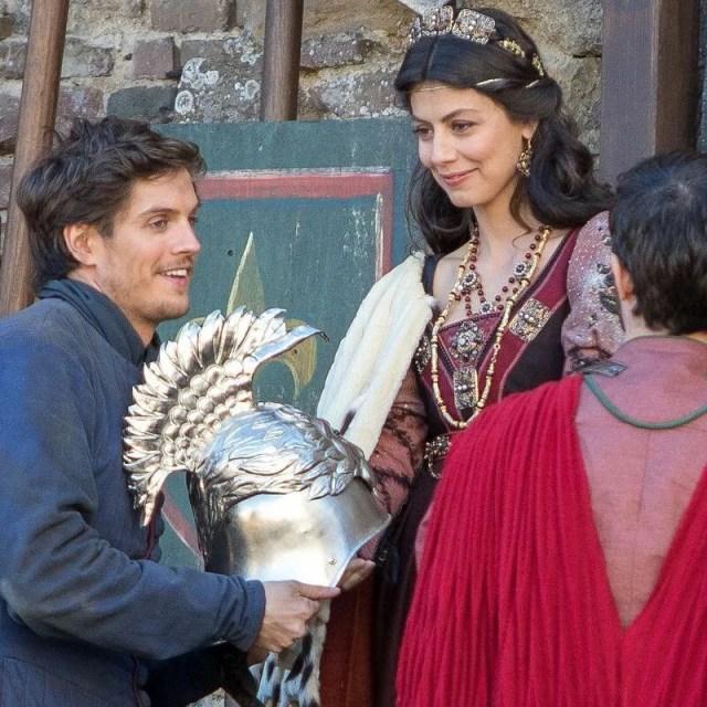 I Medici 2, la serie italiana conquista il mondo. Daniel Sharman e Alessandra Mastronardi
