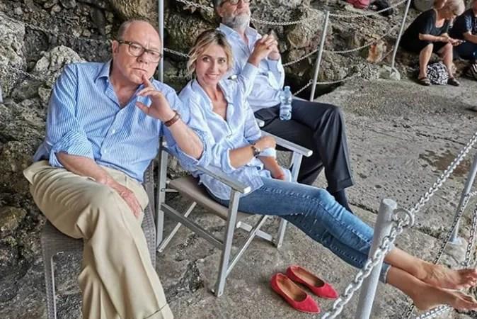 """Carlo Verdone pausa sul set di """"Si vive una volta sola"""" a Castro (Grotta della Zinzulusa)"""