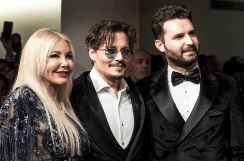 "Venezia 76 red carpet ""Waiting for the barbarians"" italiani impazziti per Johnny Deep sotto la pioggia"