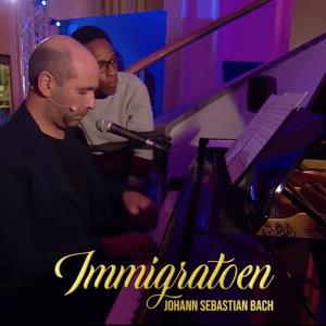 """Viva Rai Play Checco Zalone smonta le critiche di """"Immigrato"""" con Fiorello"""