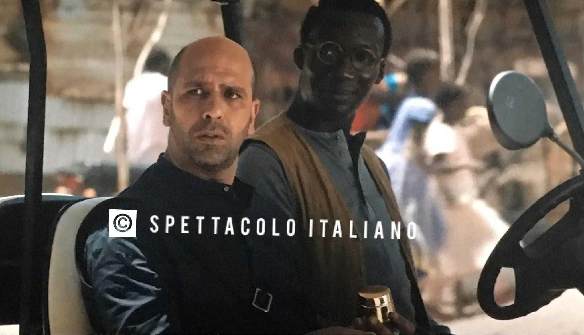 Tolo Tolo recensione di Alberto Fuschi. Checco Zalone e il suo nuovo Luca Medici tra risate e parodie contro il razzismo (foto spoiler)