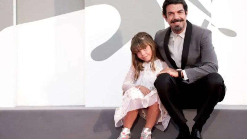 """Pierfrancesco Favino """"Padrenostro"""" il red carpet con la figlia Lea Favino a Venezia 77"""