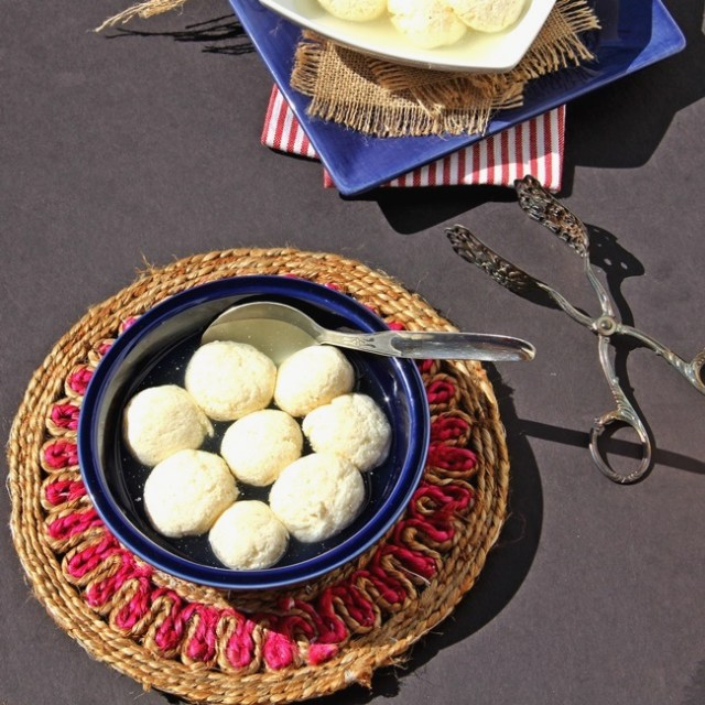 Rossogolla – Poached Indian Cheese Balls in Syrup