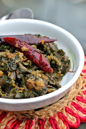 Spinach tempered with fennel and tomatoes