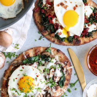 Breakfast Naan Pizzas – 2 Ways!