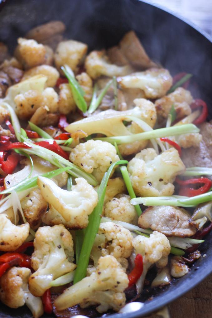 pork-belly-with-cauliflower-in-pan
