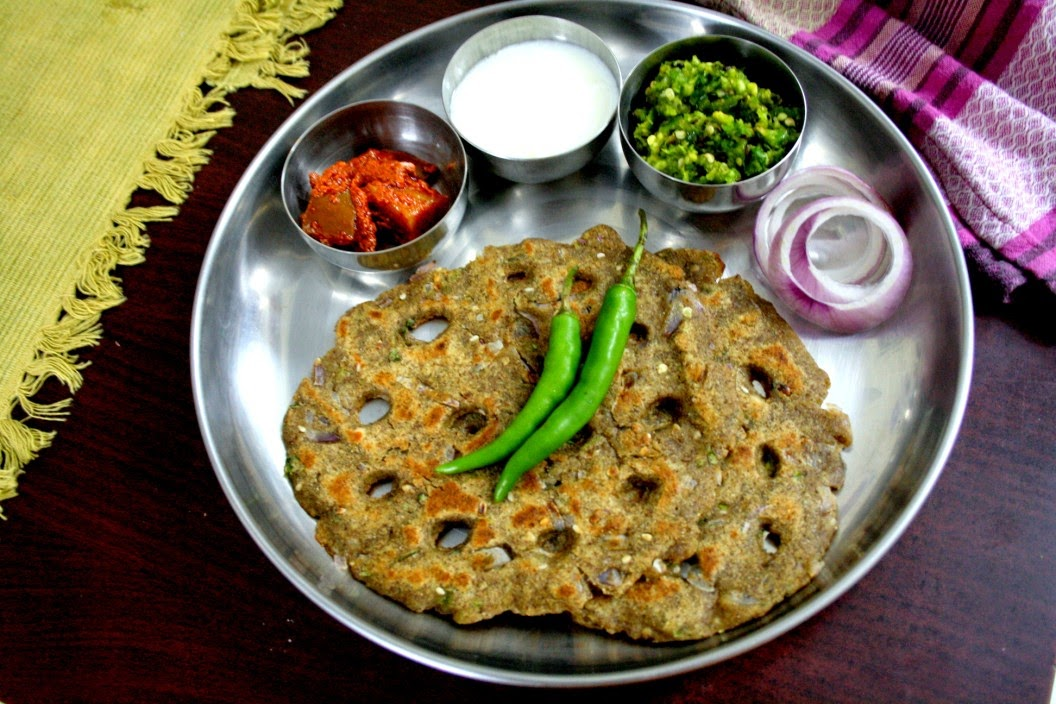 Thalipeeth, Thecha from Maharashtra