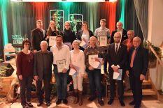 h.l. Manuel Gumpert (2. Vorsitzender), Hanna Nicklaus (10 Jahre), Carolin Imhof (25 Jahre), Silke Johanni (25 Jahre), Yannick Hanel (10 Jahre), Bernd Werner (1. Vorsitzender), Ludwig Klarmann (Kassier) v.l. Renate Haag (stellv. Bezirksvorsitzende NBMB), Hans Stark (Ehrenvorsitzender), Egon Klarmann (10 Jahre), Christine Werner (40 Jahre), Michael Hümpfner (30 Jahre – Ehrenspielmann), Tobias Höche (25 Jahre), Wolfgang Borst (Bürgermeister)