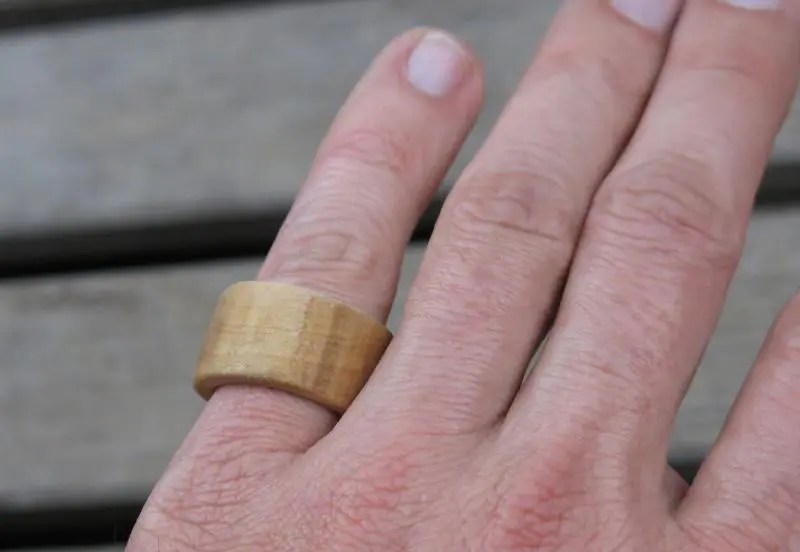 Einfacher Holzring mit der Dekupiersäge und dem Dremel gefertigt