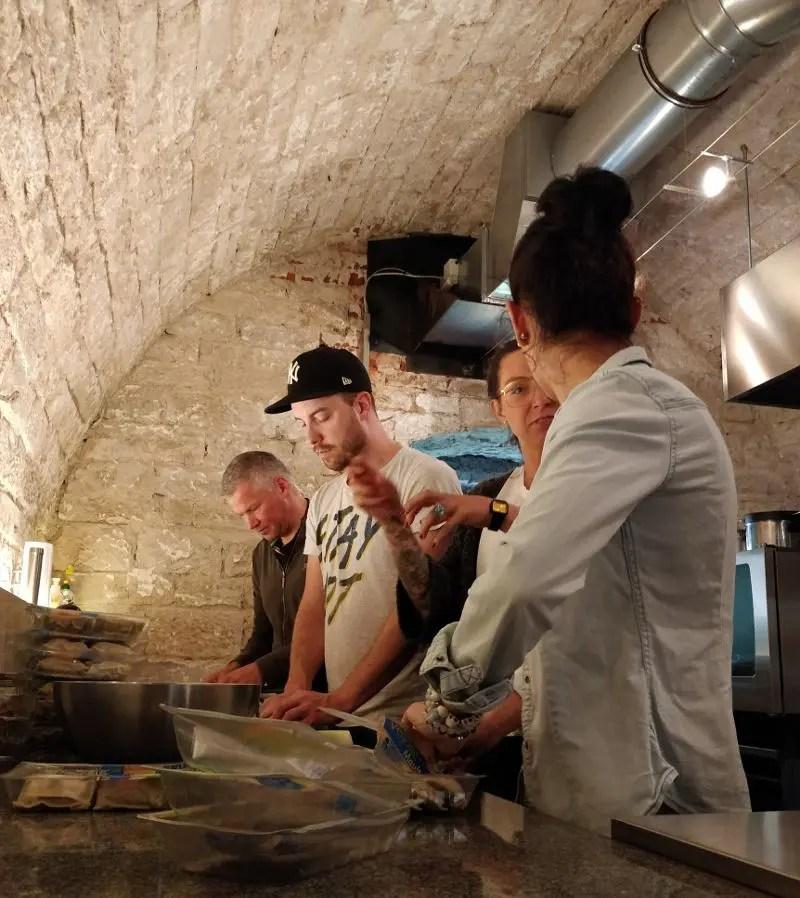 Fachsimpeln beim kochen der Maultaschen