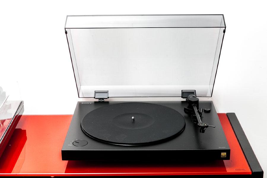 黑膠唱盤不似一體化的 CD 機,本身就是通過機械結構配合放大電路來「出聲」,所以各種機械部件配合的準確性、運作時的穩定性都相當重要,適當的調校先至有靚聲的效果。
