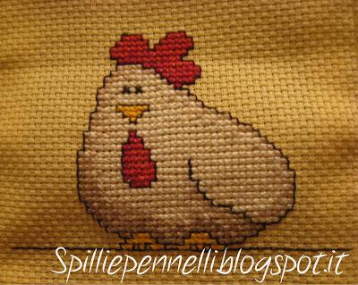 Galline ricamate e uova decorate o…uova ricamate e galline decorate?!?!??