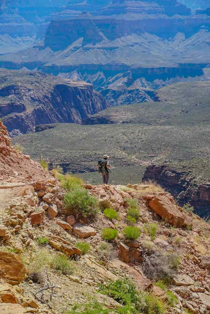 girl hiking the grand canyon rim to rim
