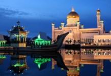 Dusk at the Sultan Omar Ali Saifuddin Mosque in Brunei on the eve of Ramadan, photo by tylerdurden1
