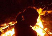 Child, campfire, photo by Rudi Schlatte