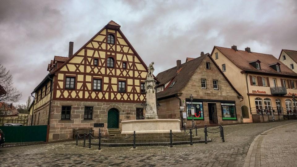 Der Hauptplatz in Wendelstein - ganz rechts im Bild unsere Frühstücksbäckerei