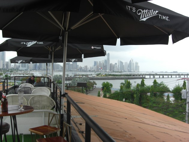 3-hotel roof bar city view