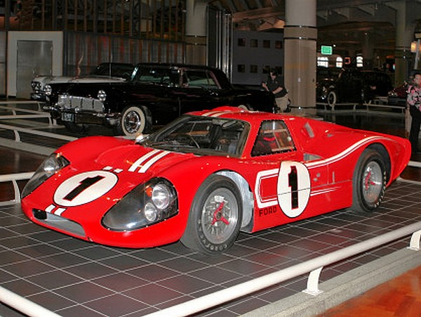 FILTRE   1967-Ford-GT-40-Mark-IV-Red-fvl-H-Ford-Museum-CL