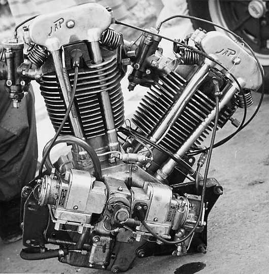 JAP 1100 Vtwin engine.jpg 4 B et 84S
