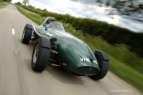 3780034193_Vanwall_front_Harmer_small.jpg replique