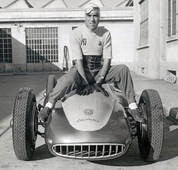curieux montage - Page 8 WEB-xporsche-cisitalia-type-360-1947-091.jpg.pagespeed.ic_.7RWdPWWMbV