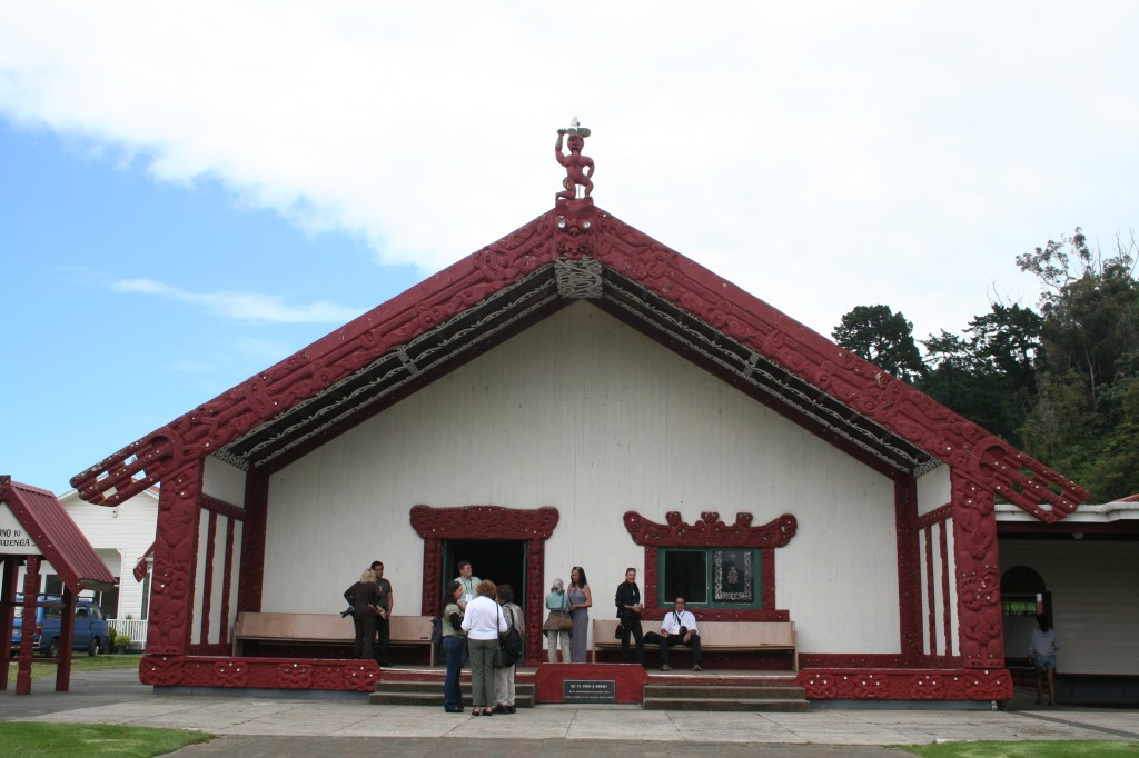 Marae in New Zealand, marae with people on front porch