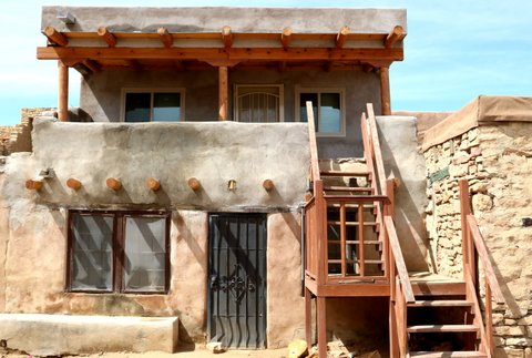 An adobe home in the Acoma Pueblo (Bob Sessions photo)