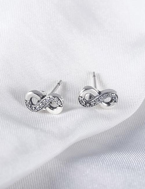 Schattig kleine zilverkleurige Infinity oorbellen