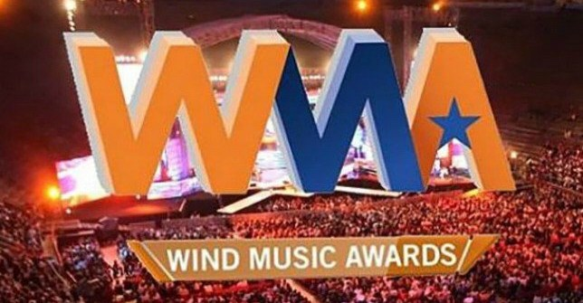 Stasera torna a suonare l'estate con i Wind Music Awards!