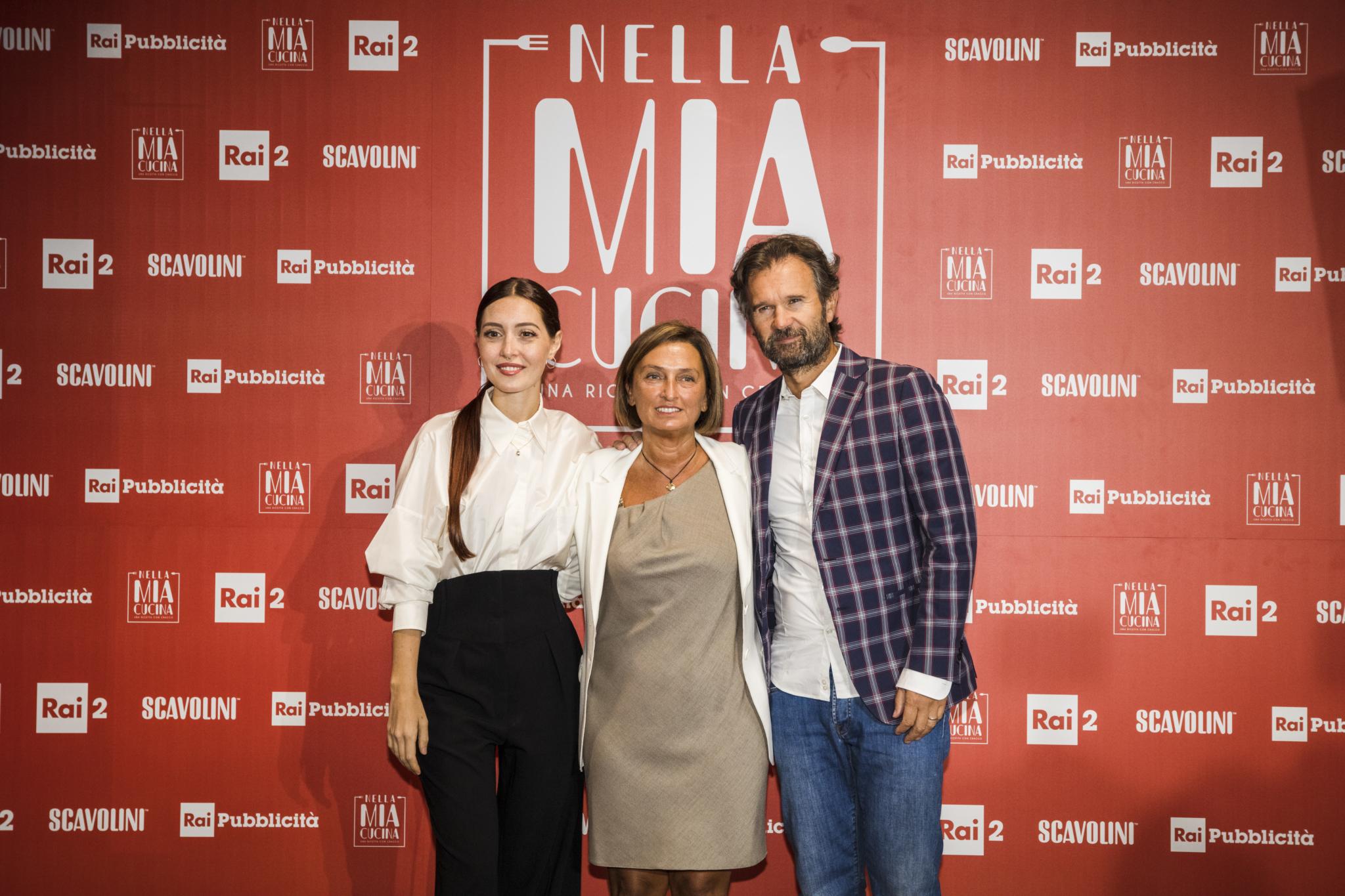 """Carlo Cracco torna in tv su Rai2 con """"La mia cucina"""" (e Camihawke)"""