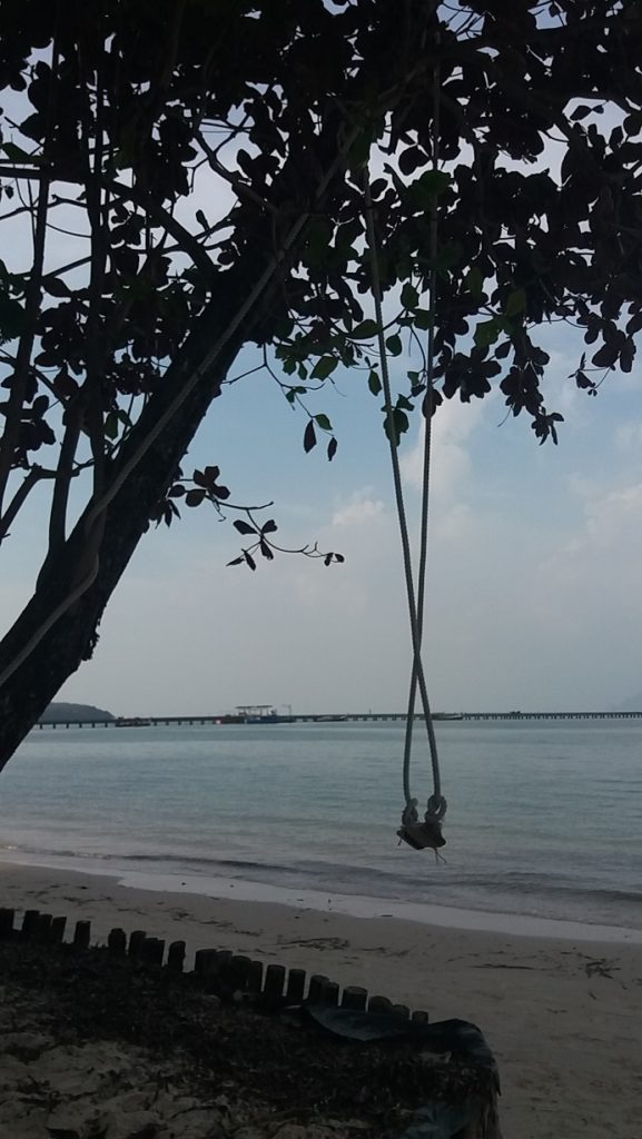 schommel bij Koh Mook Garden Beach Resort