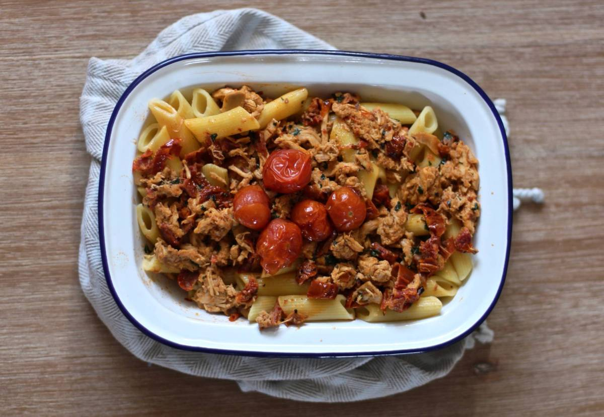 How to use left over roast chicken: sundried tomato and mozzarella pasta