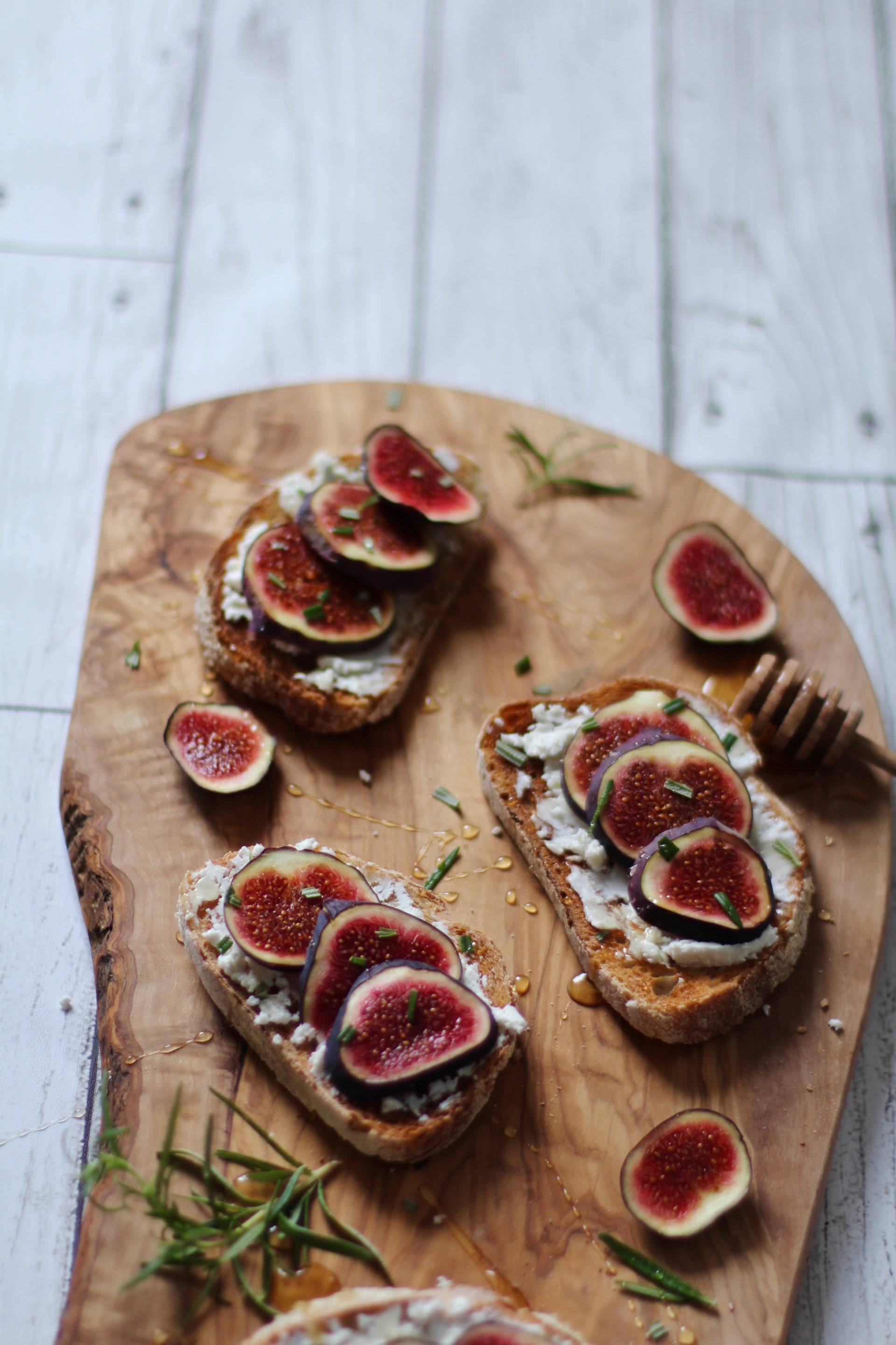 honey figs goats cheese toast