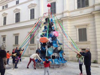 Albero della Cuccagna a Spoleto è alto cinque metri è in Piazza Pianciani