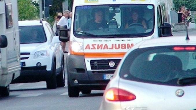 Incidente stradale a Santo Chiodo di Spoleto, auto contro moto, muore motociclista