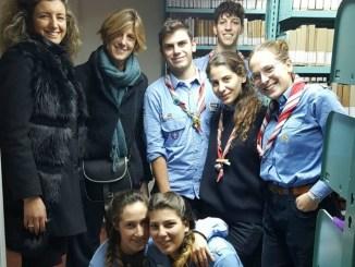 Gli scout in soccorso dei libri della biblioteca di Norcia
