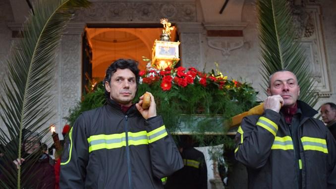 Processione di San Ponziano Spoleto, reliquia portata dai Vigili del Fuoco