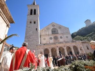 Domenica delle Palme, l'arcivescovo Boccardo il solenne pontificale nel Duomo di Spoleto